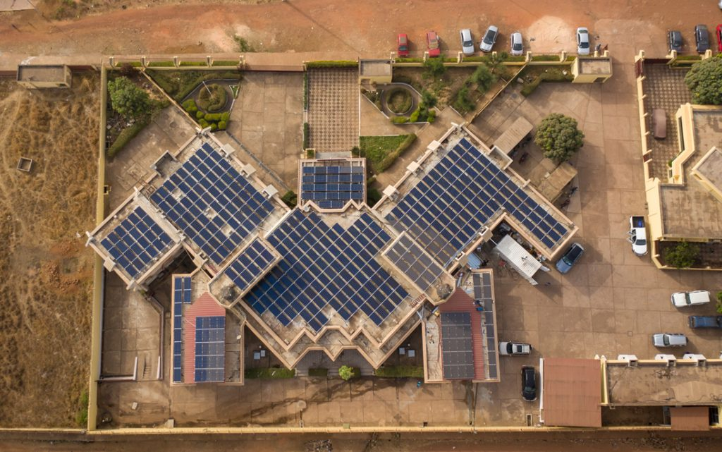 Design, provision and installation of a hybrid roof-top 120kW solar power generating system + a 120kWh lithium battery storage facility, local worker training and supervision (Banque centrale de Guinée, Africa)